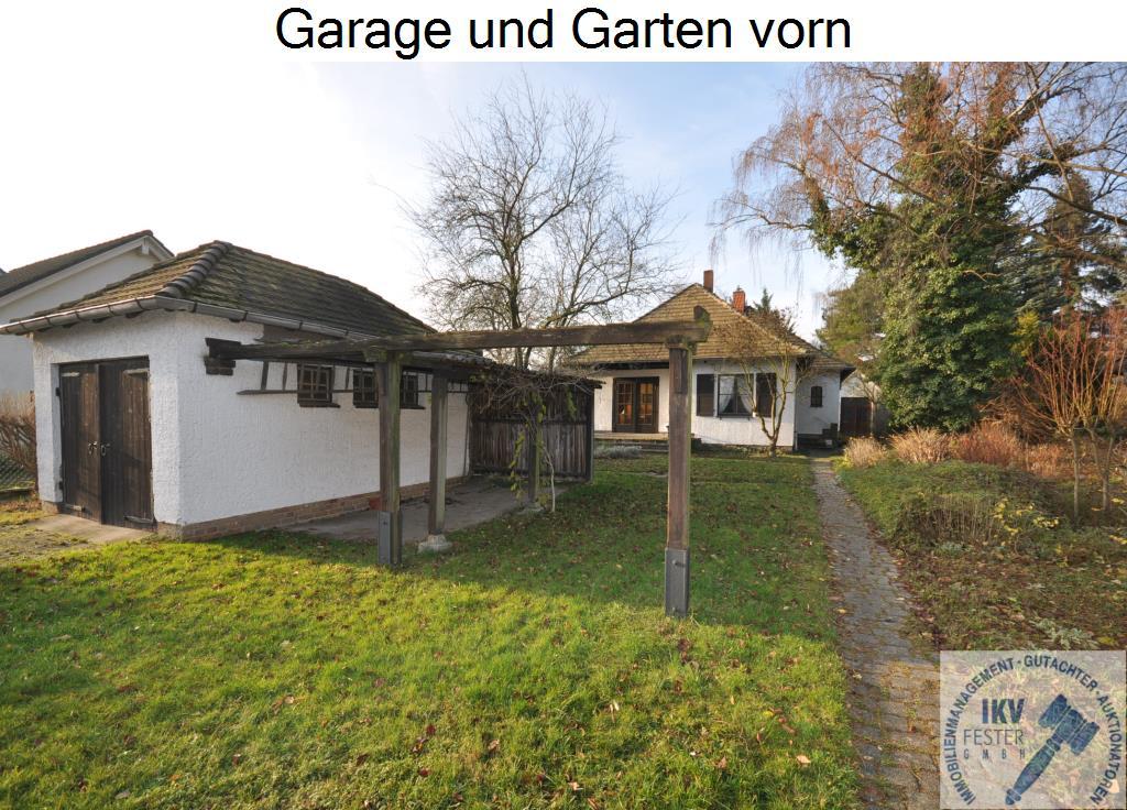 Garage und Garten vorn